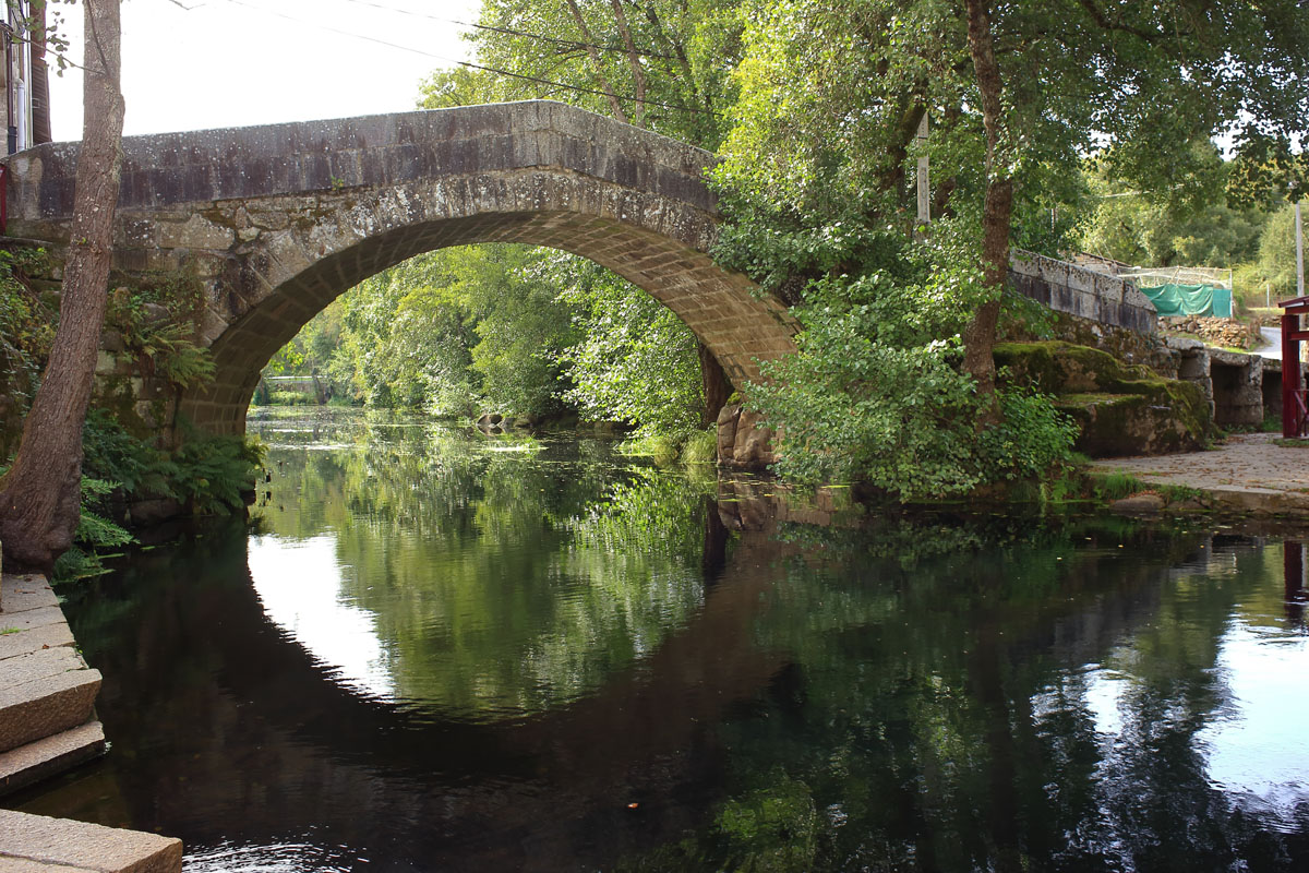 A ponte vella ba os de molgas turismo - Banos de molgas ...